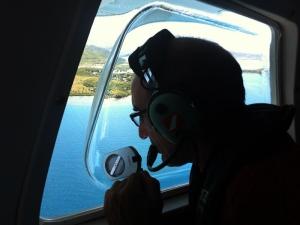 Thierry, en observation la tête dans la bulle sur le trajet Nouméa - Koumac