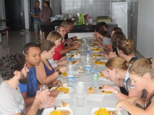 Repas et échanges ©Agence des aires marines protégées/observatoire Pelagis – REMMOA 2014