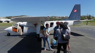 Claire et Bassen interviewés par le journaliste de NC1ere ©Agence des aires marines protégées/observatoire Pelagis – REMMOA 2014