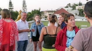 Tous réunis autour d'un verre avant la séparation en trois groupes ©Agence des aires marines protégées/observatoire Pelagis – REMMOA 2014