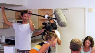 Caméraman et preneur de son, l'équipe d'Echappées Belles est à l'écoute ! ©Agence des aires marines protégées/observatoire Pelagis – REMMOA 2014